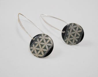 Earrings with circle flower black and gray