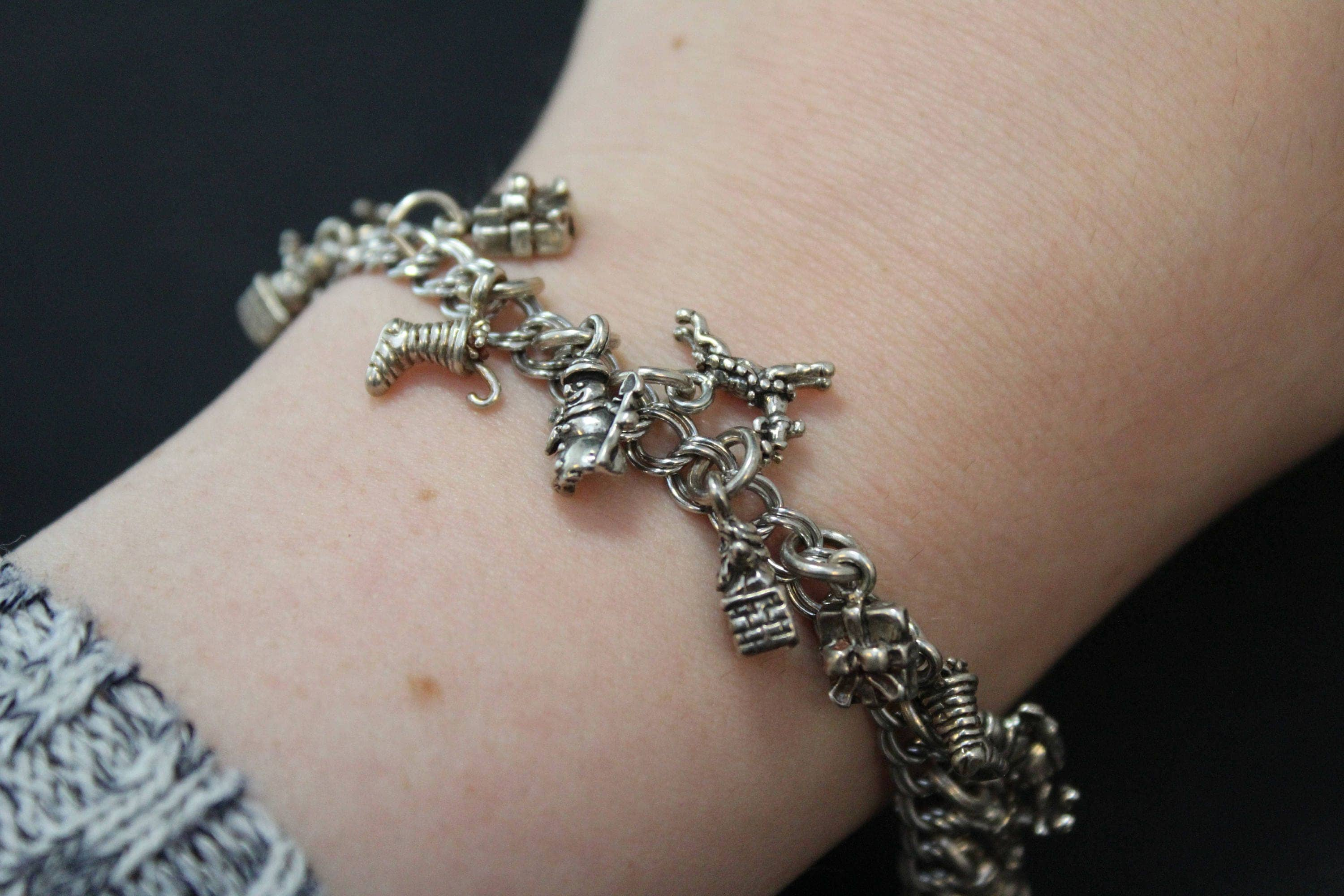 Sterling silver christmas themed charm bracelet christmas for Sterling silver christmas jewelry