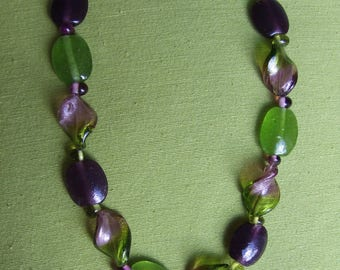 """Necklace glass beads 2 life """"Burgundy"""" and green"""