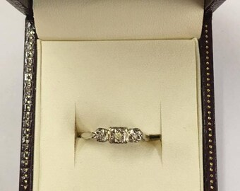 Vintage 18ct Yellow Gold 3 Stone Diamond Ring Size O