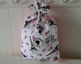 Romantic bag with Paris monuments in the background and roses