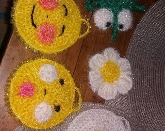 Crocheted sponges made with yarn suitable for dishwasher and care of the crops