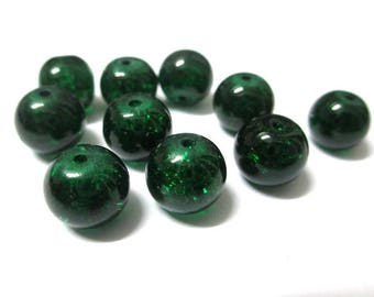 10 green beads dark cracked glass 10mm (S-7)