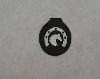 badge 1 horse key ring in faux leather