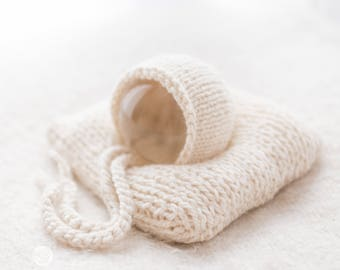 UK Seller, Newborn  Bonnet and pillow set, Cuddly and Chunky, Newborn Photography Prop, Newborn Boy, Newborn Girl, Hand Knitted, Handmade.
