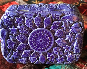 faux ceramic pink/purple altered altoid tin