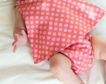 Baker ' dress pattern wrapping all in one, pink with white polka dots circles