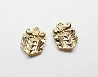 P0717/Anti-Tarnished Matte Gold Plating Over Pewter/Gift Box Pendant/8.2x10.2mm/4pcs