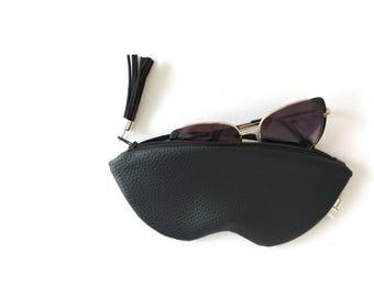 Black sunglasses case, vegan leather glasses holder, eco leather pouch, zipper women purse, eyeglasses case, black women bag, eyewear