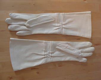 Vintage Leather Gloves Alexandrine Original Design France Bloomingdales Luxury Gloves 6 1/2 Glam Fabulous Chic White Rare Winter Kid Skin