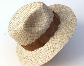 Indiana Hat light brown recycled skin decoration.
