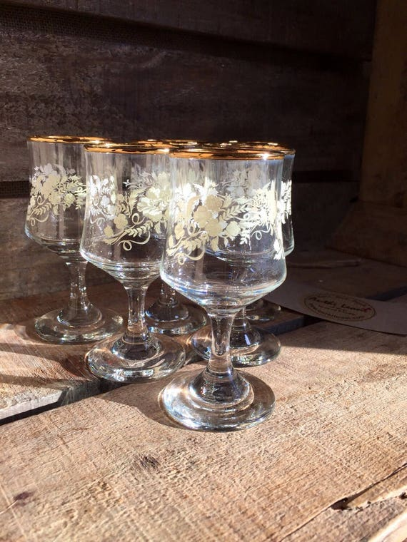 Vintage 1970s Sherry Glasses in a Floral Leaf Design and Gold Rim - Set of 6 Retro 60s-70s Drinkware / Retro Port Glasses - Retro Barware