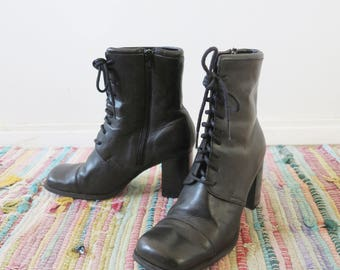 Vintage 1990's Black Lace Up Zip Up Grunge Rockstar Cool Girl Chunky Heel Ankle Boot Size 8.5