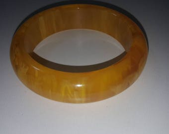 Apple juice bakelite marble translucent bangle yellow
