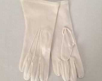 Vintage Ladies Short White Formal Dress Gloves Small Medium Slender Fit