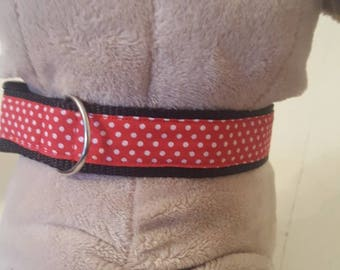 Dog collar red with white dots