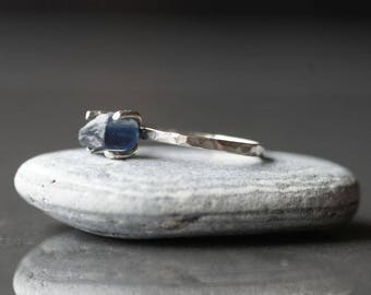Raw Sapphire ring Alternative engagement ring Silver ring Hammered ring Blue ring Raw gemstone ring September birthstone ring Rough stone