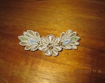 6 cm Barrette adorned with pretty flowers 11 cm beige satin and rhinestone