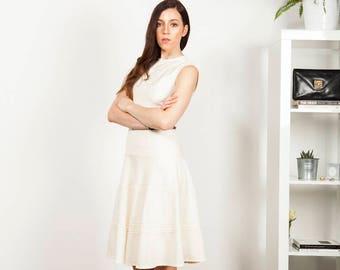 Cream 1960s dress with nipped in waist - UK 8