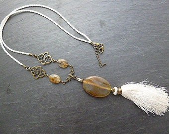 """Necklace """"Agathe you"""" jade dyed beige/white"""