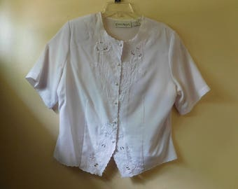 Vintage Short Sleeve White Blouse with White Floral Stitching Design on Front by Claudia Richard Size 14
