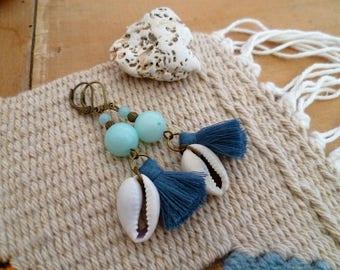 Boucles d'oreilles amazonite et CAURI, boho bohème marin, véritables pierres naturelles gemmes et pompon bleu, cadeau femme, fête des mères