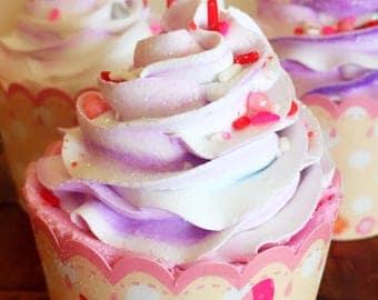 Cupcake bath bomb/bath bomb/Butterfly in love/Vanill/8-9oz/huge bath bomb
