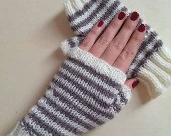 Striped women mittens hand knitted