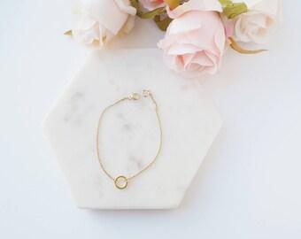 Circle Bracelet // dainty bracelet // geometric bracelet //
