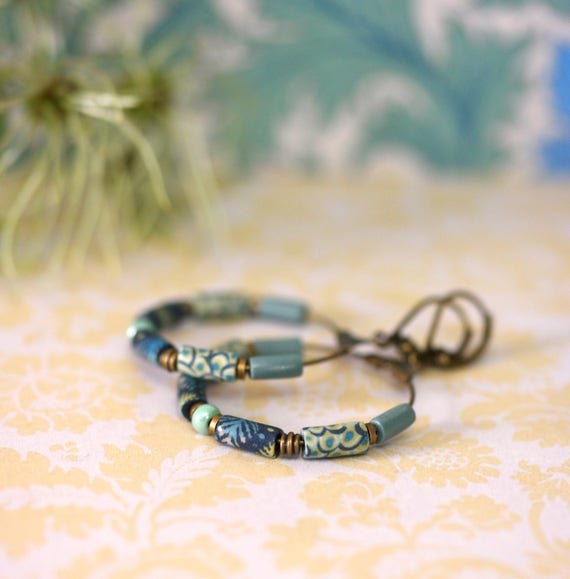 Hoop earrings 'Ixia' long blue, yellow and green patterned beads on brass