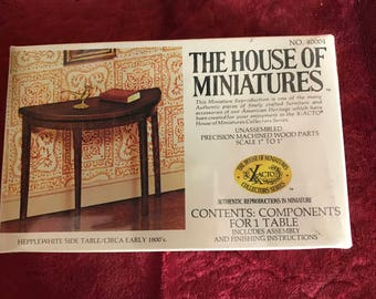 The House of Miniatures Hepplwhite Side Table No.40004