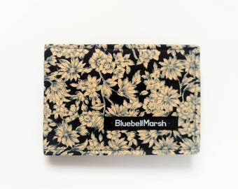 Travel Card Holder, Floral, beige/navy