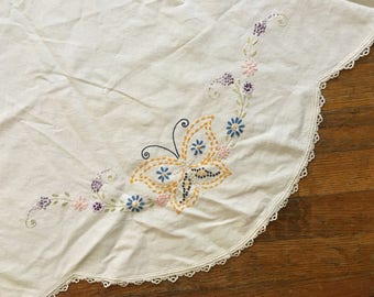 Vintage Round Scalloped Edges Yellow Butterflies Tablecloth