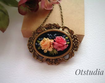 Vintage rose jewelry woman Pink yellow rose bouquet embroidered necklace Silk ribbon embroidery pendant Flower baroque pendant