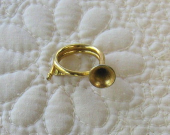 Vintage Gold Tone French Horn Pin