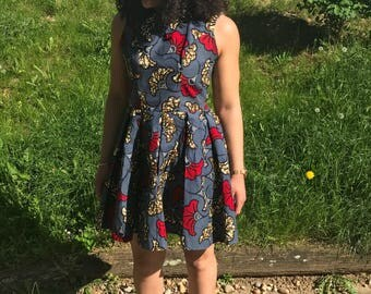 Knees in wax, pleats dress