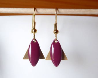 Earring golden triangle and raspberry pink sequin