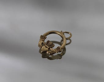 10k - Vintage Small Claddagh Charm Pendant in Yellow Gold