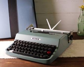 Vintage Portable Typewriter, working typewriter, Olivetti Lettera 32 Typewriter, Manual Typewriter, Powder Blue