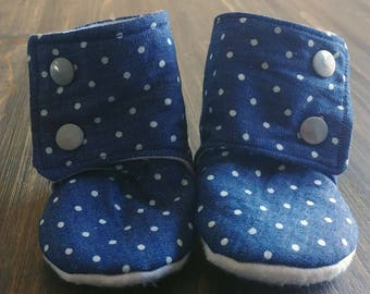 Baby Stay on Booties // Non slip booties / denim polka dot / baby mocasins / cute baby shoes / baby gift / baby shower gift