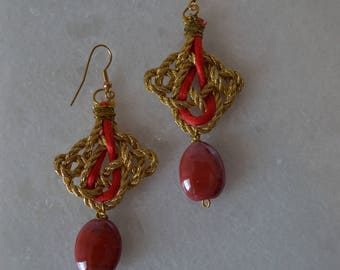 Design earrings, Red, Gold, Nature stone, Satin cord, Elegant earrings, Celtic node, Lucky node, Unique earrings, Quality earrings, Bordeaux