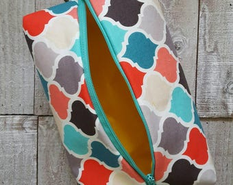Medium Sized Project Bag for Kntting or Crochet; Box Bag; Toiletry or Makeup Bag - Colorful Quatrefoil