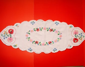Vintage,Hungarian embroidered Kalocsa doily,centerpiece, Cottage/Shabby Chic