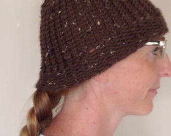 Brown speckled toque