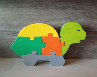 Turtle wooden toy wooden puzzle.
