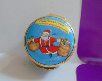 HALCYON DAYS 1999 Santa and reindeer delivering toys trinket box with reindeer and paracute