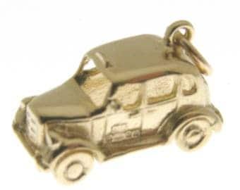 9 Carat Gold London Taxi Charm.  Fully hallmarked 9 carat gold London Black Cab Taxi Charm or Pendant