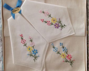 Vintage set Irish linen embroidered flowers hankerchiefs- gift box