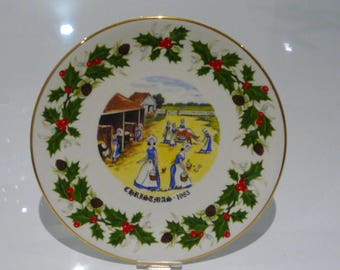 Royal Grafton Twelve Days of Christmas 1983 Plate - Eight Maids a Milking