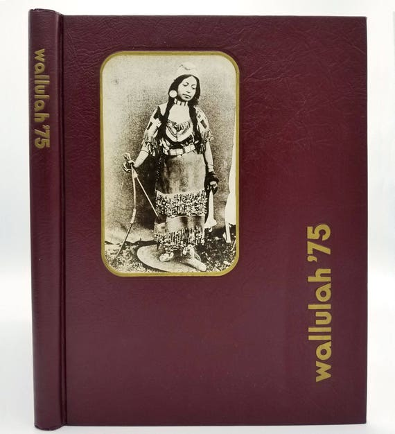 Willamette University Yearbook (Annual) 1975 - Wallulah Volume 65 Salem, Oregon OR Marion County